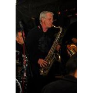 GEORGES, propose des cours de saxophone
