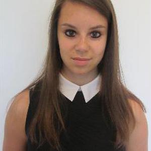 Mazarine, 20 ans, propose de l'aide aux devoirs
