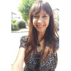Joelle, 51 ans, propose des cours de biologie