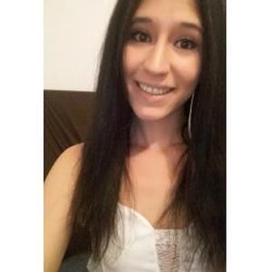 Laura, 22 ans, propose promenade et garde d'animaux