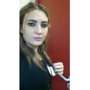 Farida, 27 ans donne des cours d'arabe