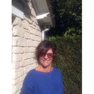 Isabelle, 53 ans, propose assistance administrative
