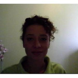 Séverine, 31 ans, aide à domicile dans différents domaines (aide aux personnes dépendantes, ménage/repassage/nettoyage ; peinture ; gardiennage ; promenade/garde animaux