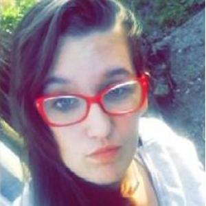 morganne, 17 ans, recherche du travail en temps qu'aide a domicile