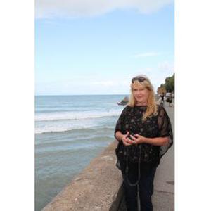 Françoise, 58 ans, propose aide aux personnes âgées