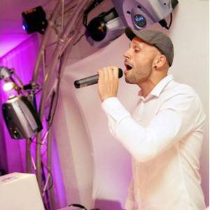 PROPOSE SERVICES DE DJ CHANTEUR - ANIMATEUR