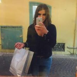 Sofia, 24 ans se propose comme ménagère