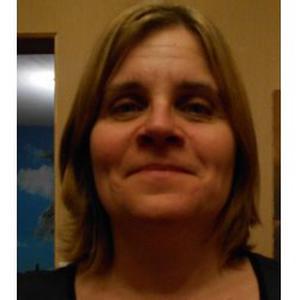 Blandine, 46 ans réalise les tâches ménagères