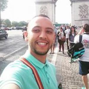 Boubaker, 27 ans, propose des cours d'arabe