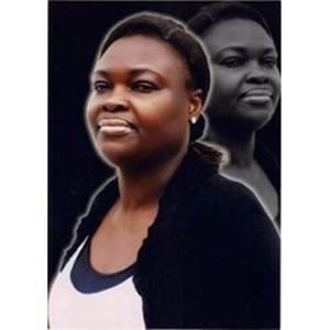 Omolola, 46 ans, propose des cours d'anglais