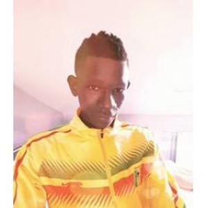 Seydou, 19 ans, propose ses services
