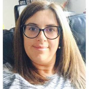 Amandine, 29 ans présente sa candidature au poste d'aide ménager