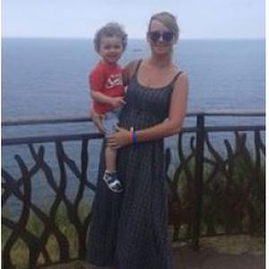 Elodie, 28 ans recherche un emploi dans la garde d'enfant.