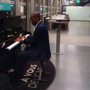 DEFI, 29 ans, propose des cours de musique