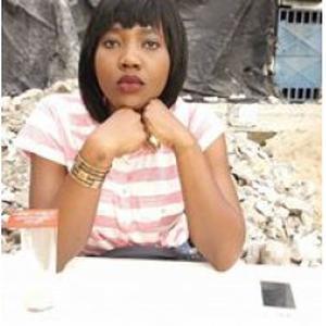 Ange Sylvia, 25 ans aide aux tâches de ménage