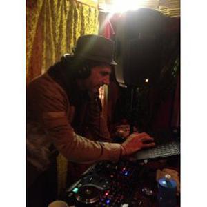 DJ accompagne d une danseuse professionnelle Tribal Fusion