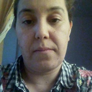 Kahina, 37 ans, propose aide aux personnes âgées