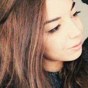 Elena, 20 ans, donne des cours d'espagnol
