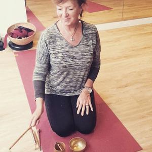 Valerie, 51 ans donne des cours de yoga