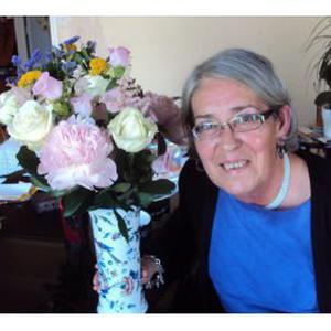 Anne, 63 ans offre des cours de biologie