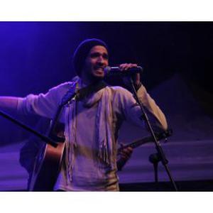 Mehdi, 27 ans donne des cours de guitare