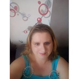 Emilie, 30 ans cherche des heures de ménage