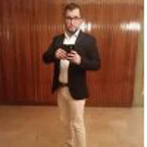 Carlos, 28 ans auxiliaire de vie qualifiée