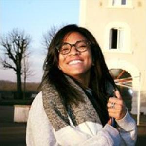 Elisabeth, 21 ans donne des cours de langue