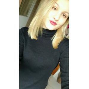 Margot, 17,5 ans, étudiante en Terminale ES, baby-sitter (ou garde d'animaux) dans les Yvelines (proche de chez moi), aide ménagère, aide pour les courses....