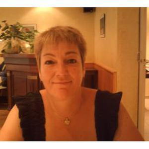 Yveline, 56 ans, expérience de plus de 30 ans dans le ménage avec les particuliers