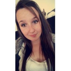 Sarah, 21 ans aide à domicile