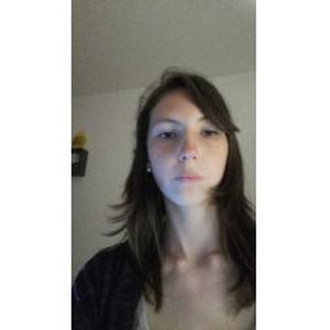Jessica , 23 ans cherche des heures de ménage