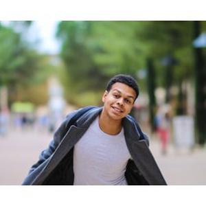 Nathan, 18 ans, Photographe freelancing, motivé par l'évolution et l'épanouissement dans les domaines de la vente et du luxe.