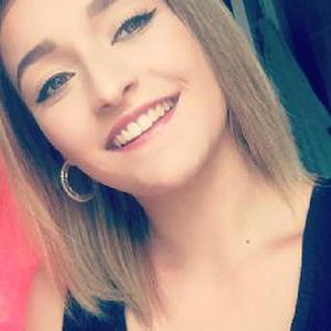 Emilie, 17 ans aide à la livraison de courses