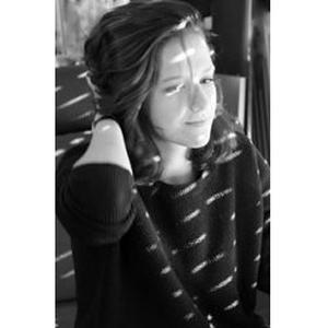 Elena, 17 ans donne des cours d'espagnol