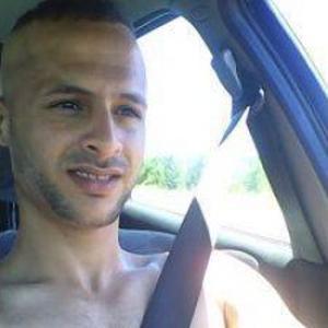 Fakhri, 23 ans, propose travaux de carrelage