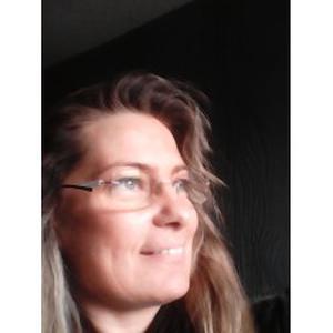 Chrystele, 46 ans propose de s'occuper de personnes âgées
