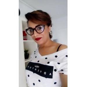 Ines, 37 ans donne des cours d'arabe