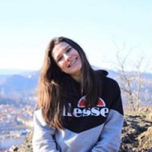 Caroline, 16 ans propose des services de garde d'enfants