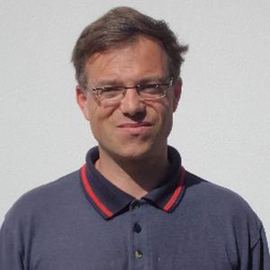 Marc, 49 ans  donne des cours de français