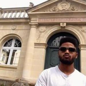 Luano, 25 ans donne des cours de portugais