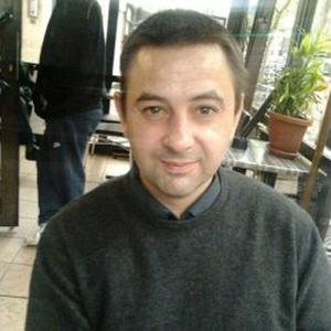 Juan, 44 ans,  agente de nettoyage à domicile à Paris