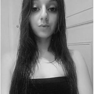 Julia, 24 ans cherche quelques heures de ménage
