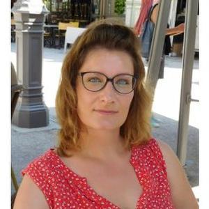 EMILIE, 35 ans professeur indépendant (service à la personne) anglais et espagnol propose cours à domicile