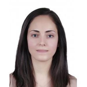 Rima, 31 ans, enseigne le français à Paris.
