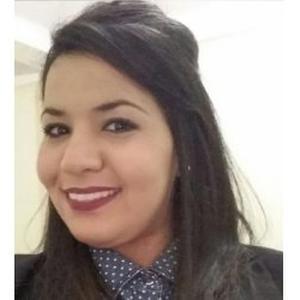 Amel, 29 ans donne des cours de français