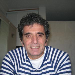 Osman, 52 ans donne des cours de langue