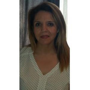 Hassina, 49 ans, aide-soignante