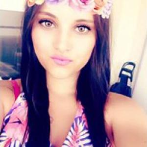 Maeva, 21 ans aide à la personne