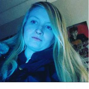 Elyna, 19 ans donne des cours d'anglais